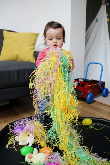 Easter-Egg-Hunt-Sensory-Basket-4