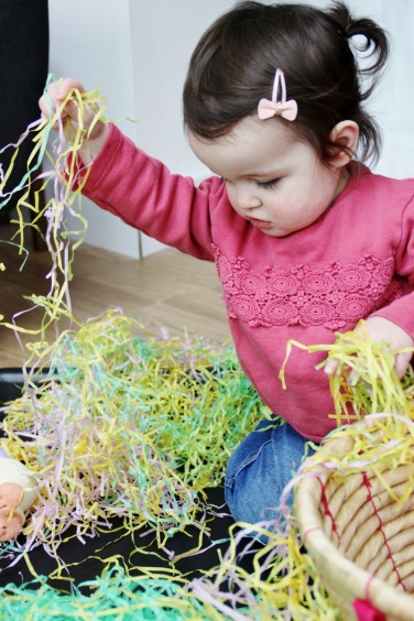 Easter-Egg-Hunt-Sensory-Basket