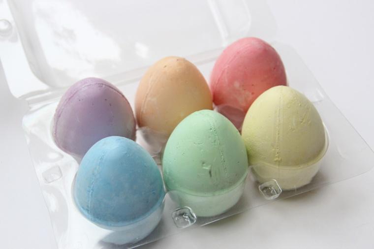 Toddler-Easter-Basket-chalk-eggs