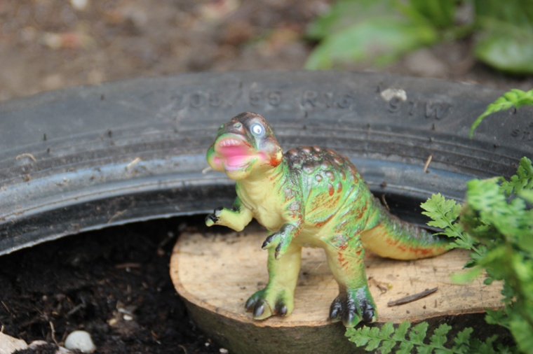 Dinosaur-Small-World-Tyre-5