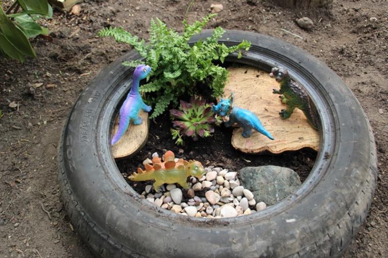 Dinosaur-Small-World-Tyre