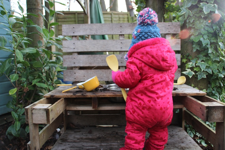 Mud-kitchen-5