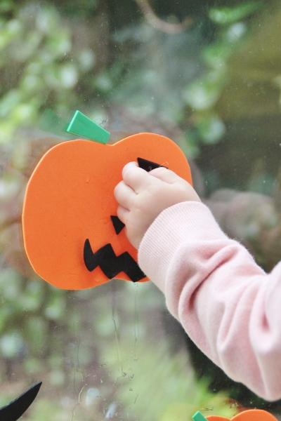 foam-pumpkin-window-stickers-5
