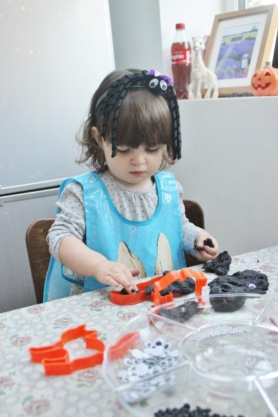 halloween-play-dough-3