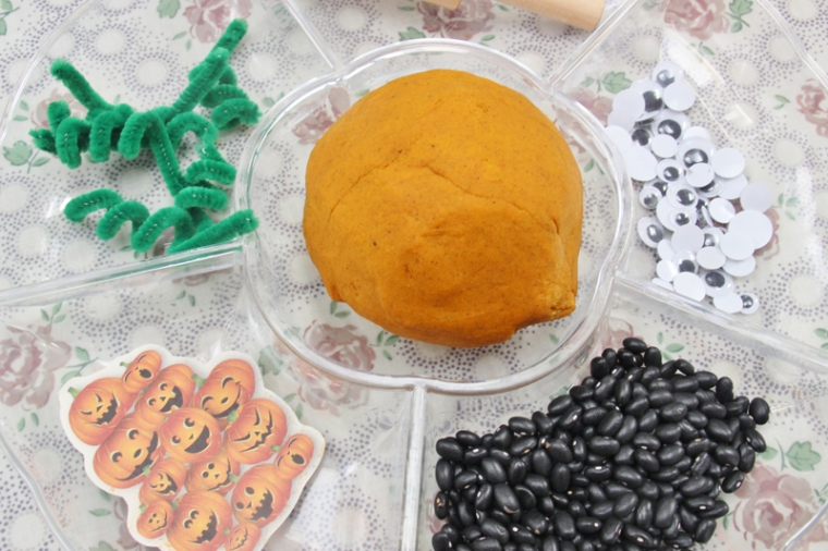 pumpkin-playdough-11