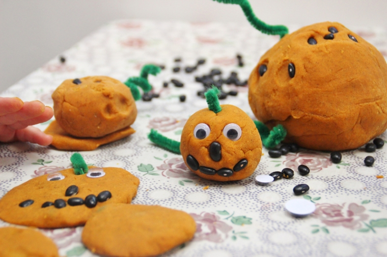 pumpkin-playdough-2