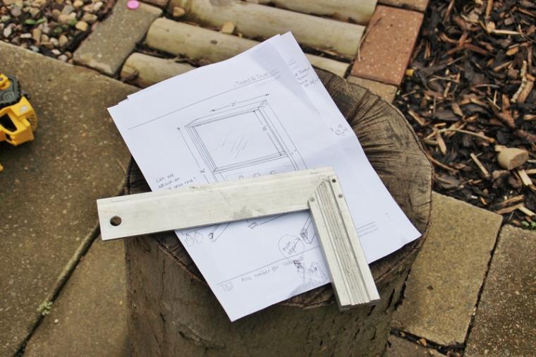 acrylic-plexiglass-perspex-outdoor-easel-DIY-17