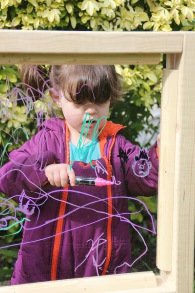 acrylic-plexiglass-perspex-outdoor-easel-DIY-8